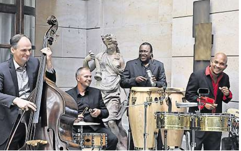 Die Klazz Brothers, Gastgeber der 15. Jazztage, im Atrium des Gewandhaus Hotels – es lädt erstmals zu Swing & Dine und offenen Sessions ein. Foto: Una Giesecke