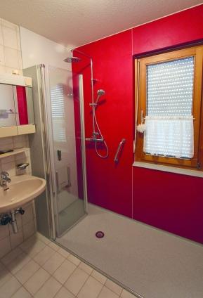 trennwand dusche mauern bad planung w nde und boden. Black Bedroom Furniture Sets. Home Design Ideas