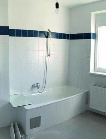 Voher: Rutschige Badewanne, hoher Einstieg, schwer zu reinigen. Foto: PR