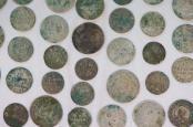 Silbermünzen aus einer Felsspalte in der Sächsischen Schweiz. Foto: Sebastian Kahnert/Archiv