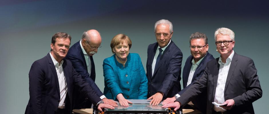 Angela Merkel und Stanislaw Tillich (beide CDU). Foto: Sebastian Kahnert/dpa-Zentralbild