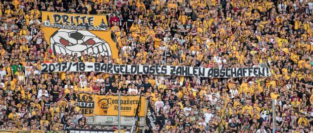 Dresdens Fans. Foto: Thomas Eisenhuth/Archiv