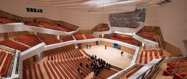 Blick in den Konzertsaal des Kulturpalasts in Dresden. Foto: Sebastian Kahnert/Archiv