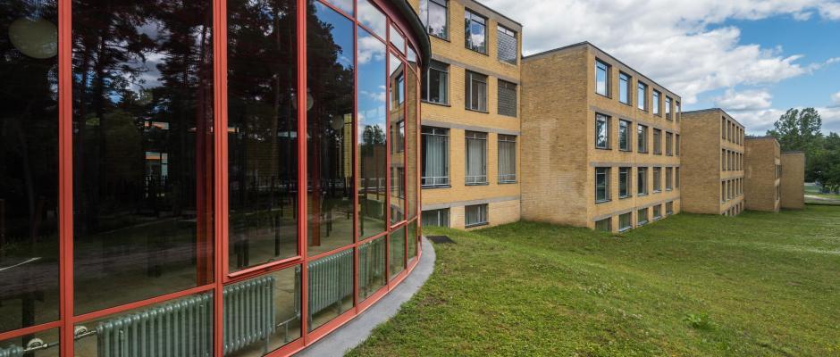 Das Bernauer Bauhaus-Areal. Foto: Patrick Pleul/dpa-Zentralbild/Archiv