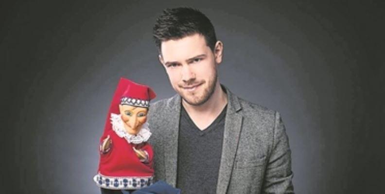 Puppenspieler Rudi Piesk mit dem guten alten Hohnsteiner Kasper Foto: PR