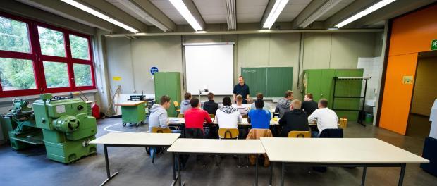 Auszubildende an einem Technischen Schulzentrum. Foto:Daniel Bockwoldt/Archiv