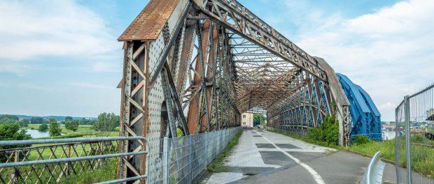 Die verrostete Brück zwischen Alberthafen und Flügelwegbrücke muss dringend saniert werden. Foto: Eric Münch