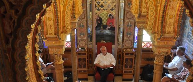 Dresdner Messe-Chef Ulrich Finger stellt im Märchenzimmer von Schloss Abrechtsberg die hier und im Ostrapark geplanten Veranstaltungen vor. Foto: Una Giesecke