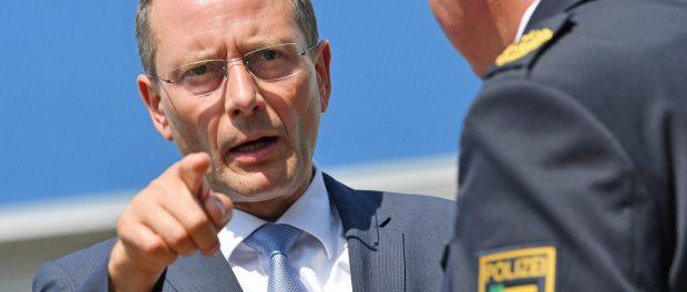 Sachsens Innenminister Markus Ulbig (CDU). Foto: Hendrik Schmidt/dpa-Zentralbild/Archiv