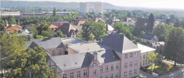 Schulgebäude mit neuem Anbau Fotos: Rainer Nitzsche